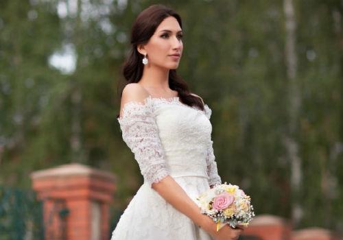незнакомка в белом платье