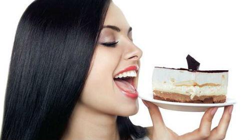 к чему снится кушать торт во сне