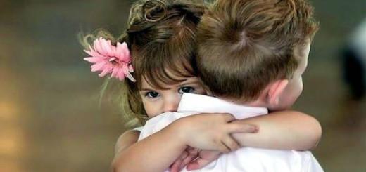 обнимать брата