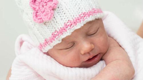 новорожденная во сне