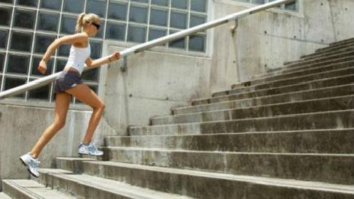 бегать по лестнице во сне
