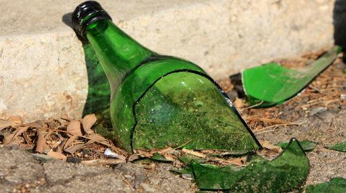 разбить бутылку