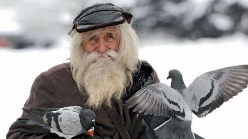 старец в шапке