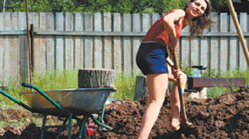 к чему снится копать огород