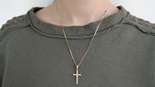 золотая цепочка с крестиком