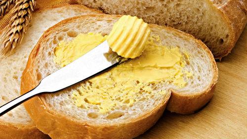 кушать хлеб с маслом