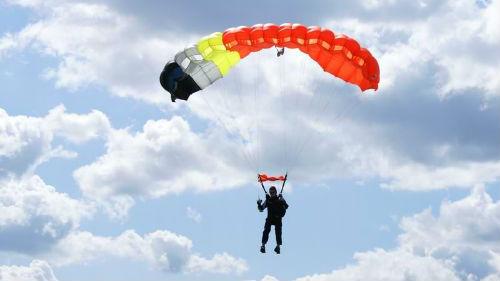 прыжок с парашютом с самолета