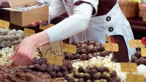 покупать шоколадные конфеты