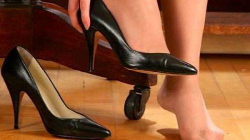 к чему снится мерить чужую обувь