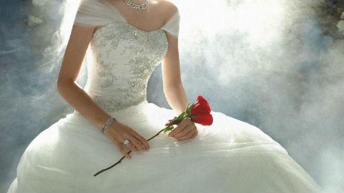 мерить свадебный наряд