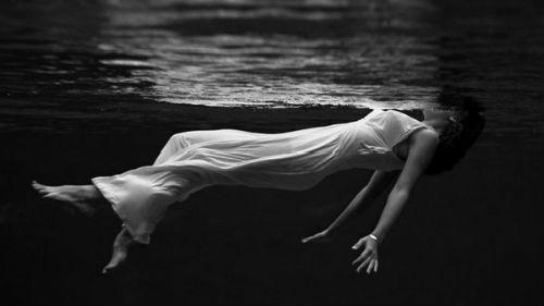 темная вода во сне