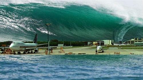 цунами волна накрывает город