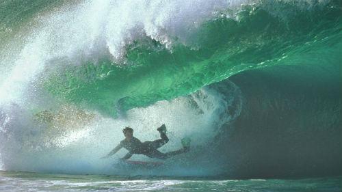 к чему снится большая волна накрывает человека