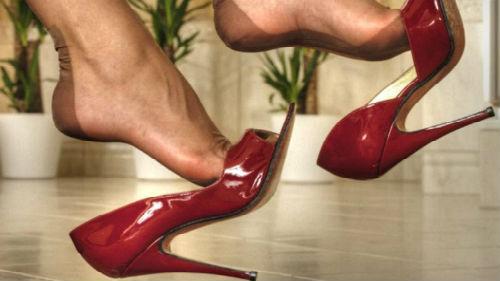 новые туфли  на ногах
