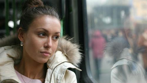 ехать в троллейбусе