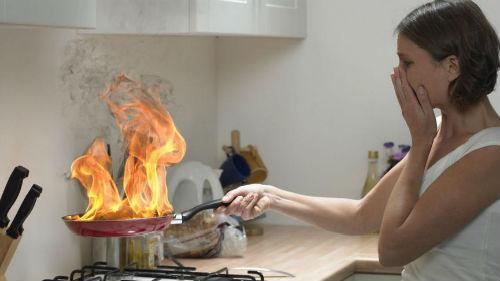 к чему снится огонь в доме тушить