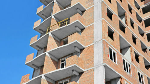 многоэтажный недостроенный дом