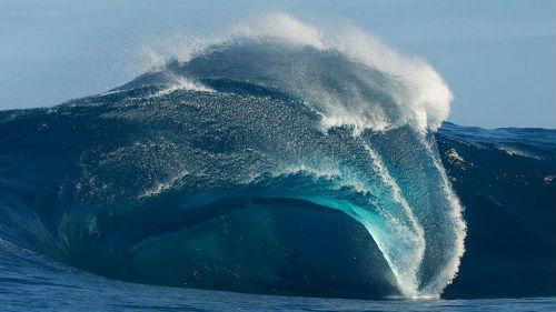 цунами в океане