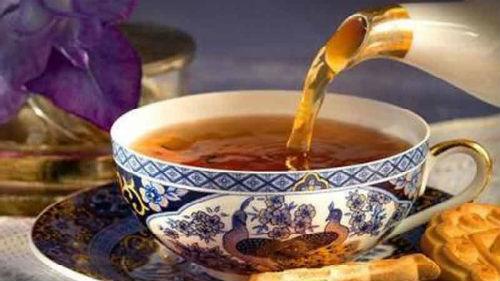 наливать чай