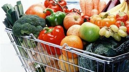 фрукты в магазине