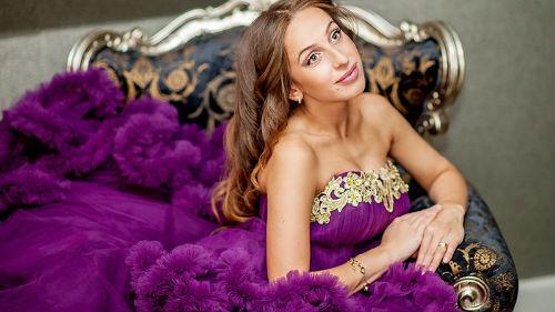 к чему снится фиолетовое свадебное платье