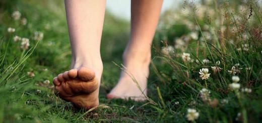 ходить босиком по земле во сне
