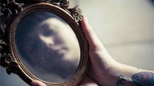 видеть чужое отражение