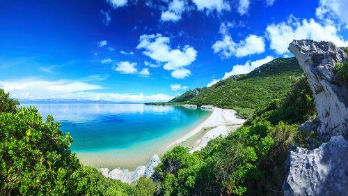 красивый морской берег