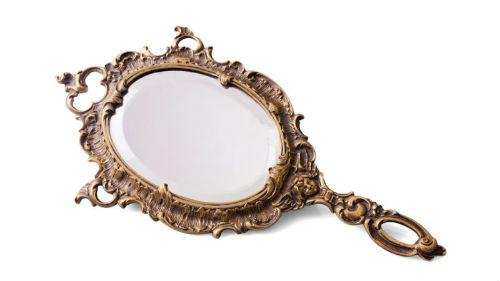 не видеть своего отображения в зеркальце