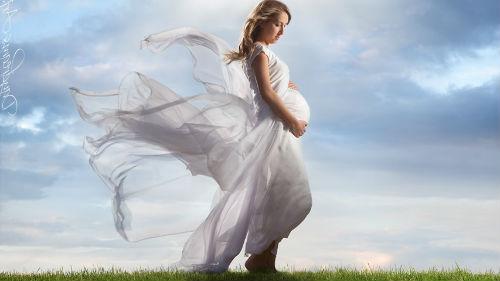 беременная в белом