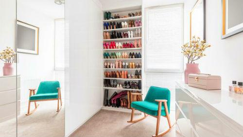 шкаф полный обуви