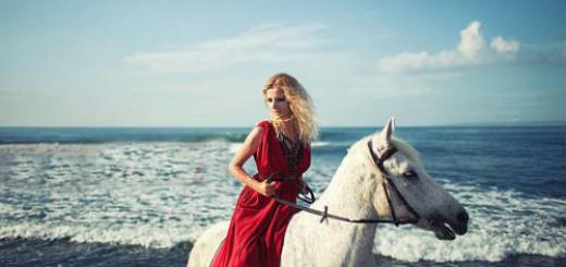 к чему снится ехать верхом на лошади женщине