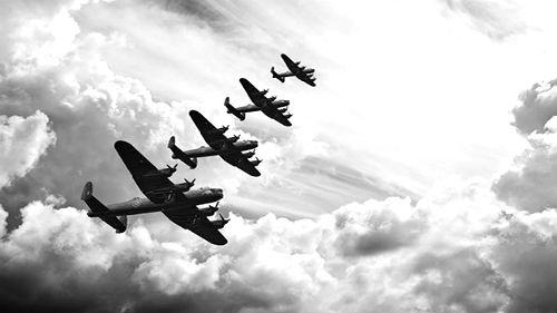 видеть атаку самолетов