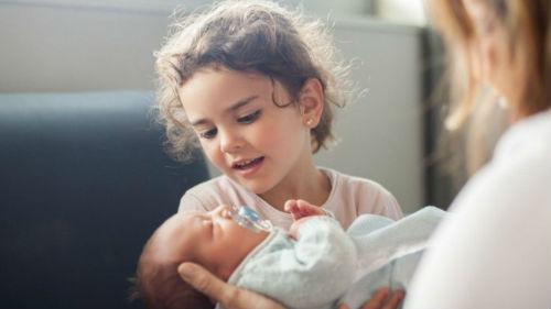 к чему снится девушка с ребенком