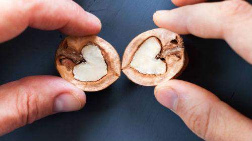 к чему снится есть грецкие орехи