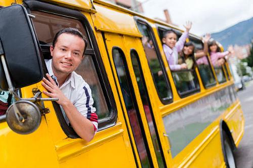 управлять автобусом
