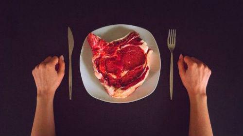 есть сырое мясо во сне