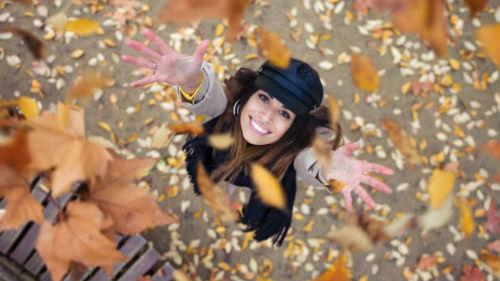 видеть падающие осенние листья