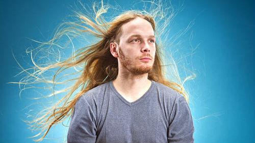 длинные волосы у мужчины во сне
