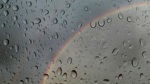 видеть из окна радугу