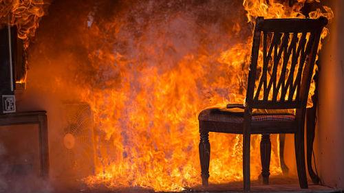 горящие вещи в доме