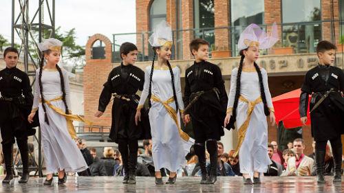 видеть кавказский танец