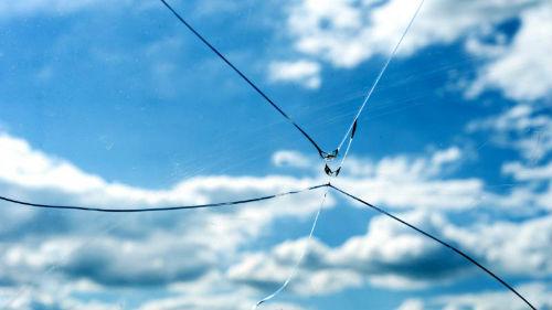к чему снится разбитое стекло в окне