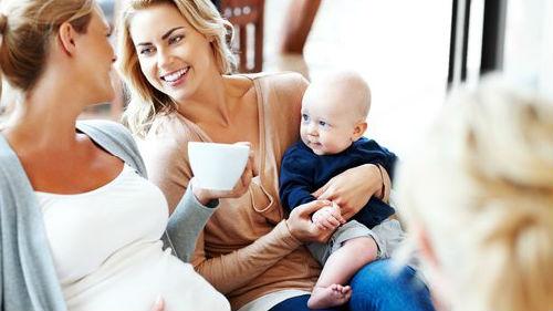 видеть беременную подругу с ребенком