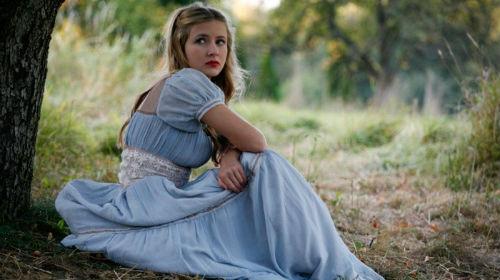 Сниться голубое платье