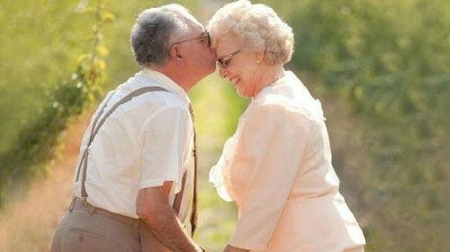 Пожилая пара занимаются любовью фото 556-403