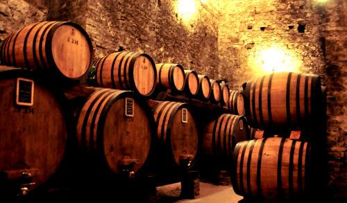 К чему снится вино в бочках