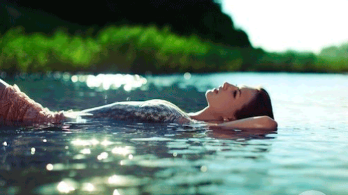 плавать в воде во сне