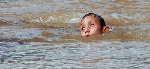 К чему снится ребенок купается в воде фото