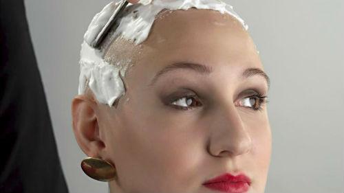 видеть как женщине бреют голову